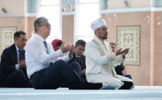 The President of Kazakhstan visits Nur Astana mosque