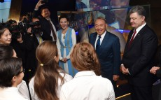 Nursultan Nazarbayev and Petro Poroshenko go sightseeing in Astana
